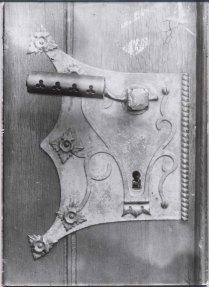 door-handle-with-key-hole-prague